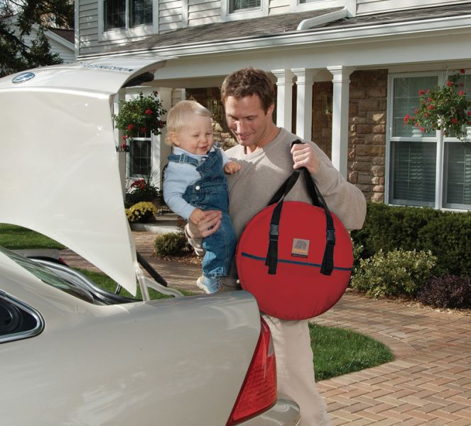 953_carry-bag-red-trunk-car