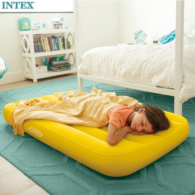Uppblåsbar resesäng för barn Intex resemadrass gul