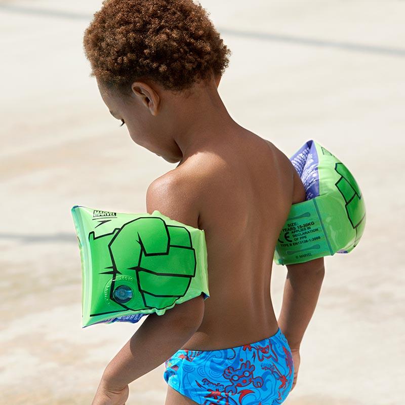 Armpuffar Speedo Hulken grön